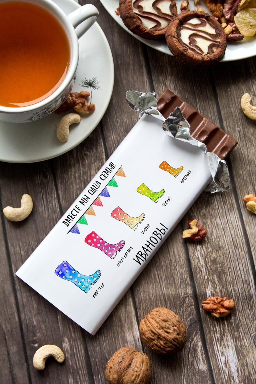 Шоколад с Вашим именем Вместе мы одна семьяСувениры и упаковка<br>Молочный шоколад с изюмом и орехами в персональной именной упаковке будет приятным сувениром для сладкоежки! Масса - 90г.<br>