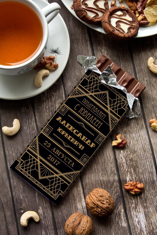 Шоколад с Вашим именем ГэтсбиПодарки ко дню рождения<br>Молочный шоколад с изюмом и орехами в персональной именной упаковке будет приятным сувениром для сладкоежки! Масса - 90г.<br>