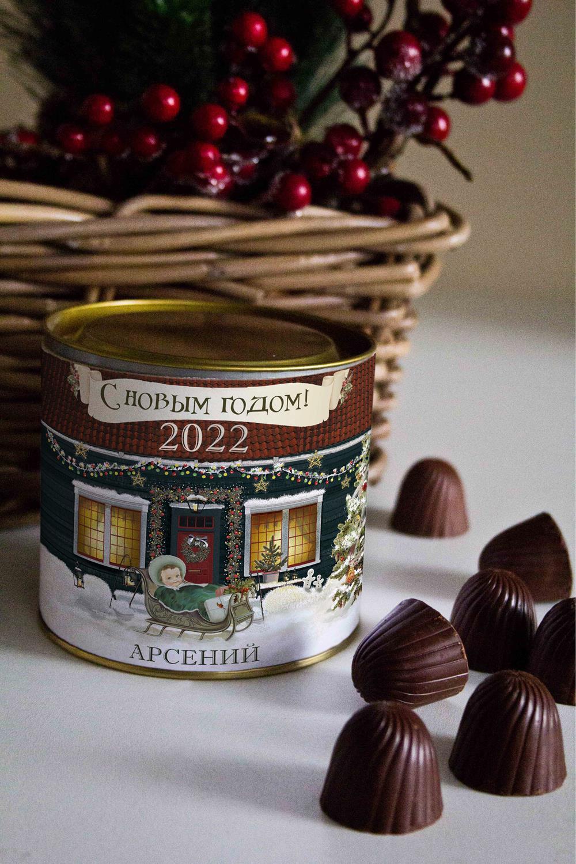 Банка шоколадных конфет с Вашим именем РождествоСувениры и упаковка<br>Банка шоколадных конфет с Вашим именем, 130г (8 конфет ассорти). Размер банки: 9*10см.<br>