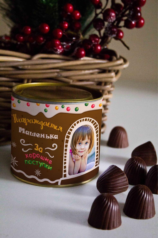 Банка шоколадных конфет с Вашим именем Имбирный домикСувениры и упаковка<br>Банка шоколадных конфет с Вашим именем, 130г (8 конфет ассорти). Размер банки: 9*10см.<br>