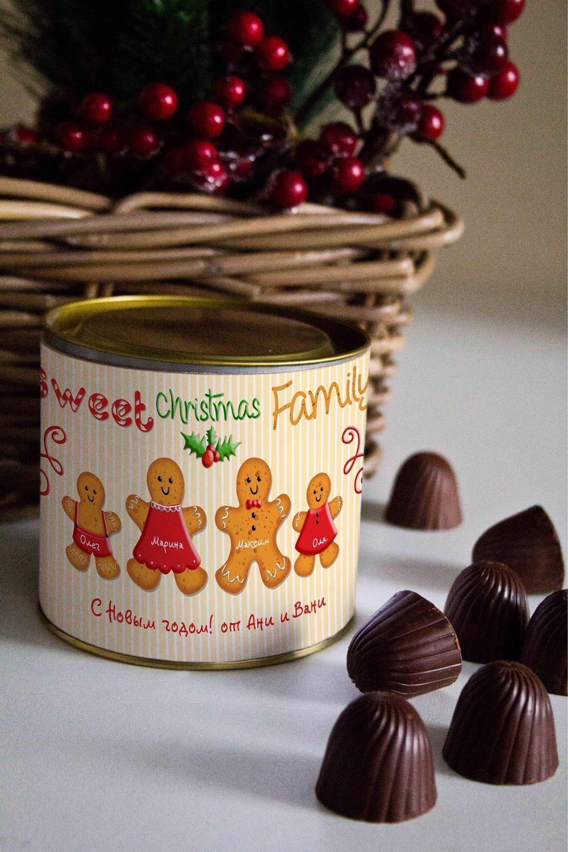Банка шоколадных конфет с Вашим именем Пряничная семьяПодарки для мамы<br>Банка шоколадных конфет с Вашим именем, 130г (8 конфет ассорти). Размер банки: 9*10см.<br>