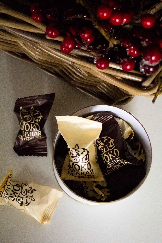 """Банка шоколадных конфет с Вашим именем """"Живи, Смейся, Люби"""""""