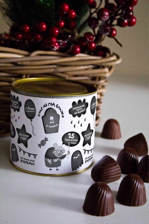 Банка шоколадных конфет с Вашим именем Злобный День рожденияПодарки ко дню рождения<br>Банка шоколадных конфет с Вашим именем, 130г (8 конфет ассорти). Размер банки: 9*10см.<br>