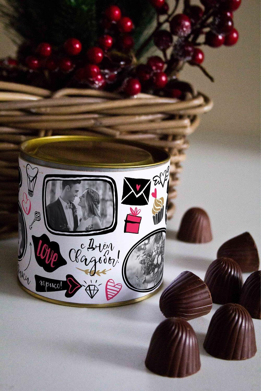 Банка шоколадных конфет с Вашим именем ЖенатикиСувениры и упаковка<br>Банка шоколадных конфет с Вашим именем, 130г (8 конфет ассорти). Размер банки: 9*10см.<br>