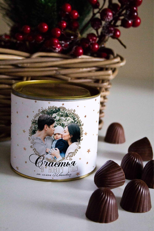Банка шоколадных конфет с Вашим именем Новогодний фотоподарокСувениры и упаковка<br>Банка шоколадных конфет с Вашим именем, 130г (8 конфет ассорти). Размер банки: 9*10см.<br>