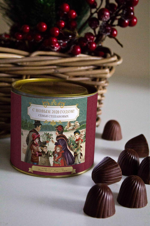 Банка шоколадных конфет с Вашим именем Семейный праздникПодарки для женщин<br>Банка шоколадных конфет с Вашим именем, 130г (8 конфет ассорти). Размер банки: 9*10см.<br>