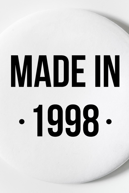 """Магнит с Вашим текстом """"Made in"""" от Красный куб"""