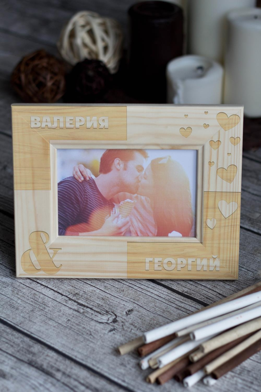 Рамка для фото с вашим текстом ВлюбленныеИнтерьер<br>Размер: 10*15см. Материал: дерево<br>