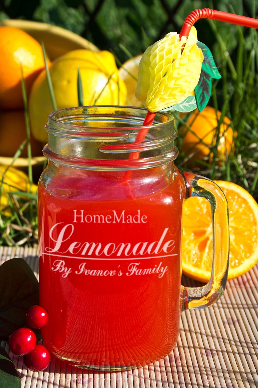 Кружка-банка с Вашим текстом Mason Jar Homemade LemonadeПосуда<br>Оригинальная кружка в форме банки с Вашим именем, 488мл, Выс=13см, материал: стекло<br>