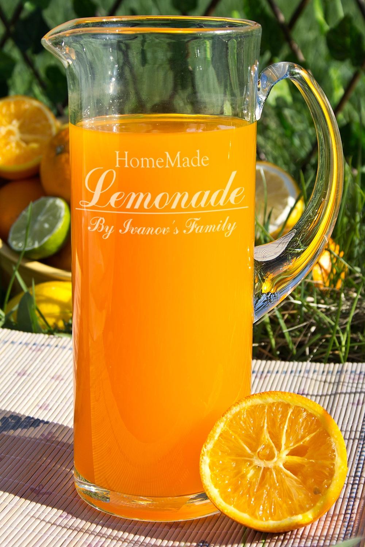 Кувшин с Вашим текстом Homemade LemonadeЕмкости для сыпучих и для жидкостей<br>Кувшин с  Вашим именем, 1.2л., высота 24 см, материал: стекло<br>