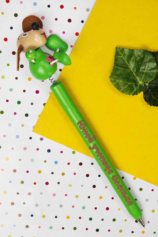 Ручка шариковая с Вашим текстом СобачкаРучки и карандаши<br>Оригинальная шариковая ручка с персональной надписью станет замечательным подарком ребенку. Материал: дерево. Цвет: зеленый<br>