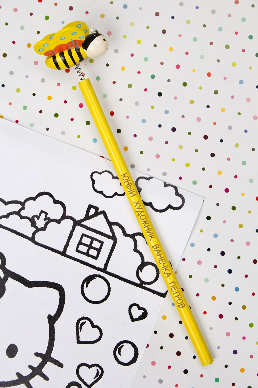 Карандаш с Вашим именем ПчелкаУчеба и работа<br>Именной карандаш с весёлой игрушкой - достойный подарок юному художнику. Дерево, желтый<br>