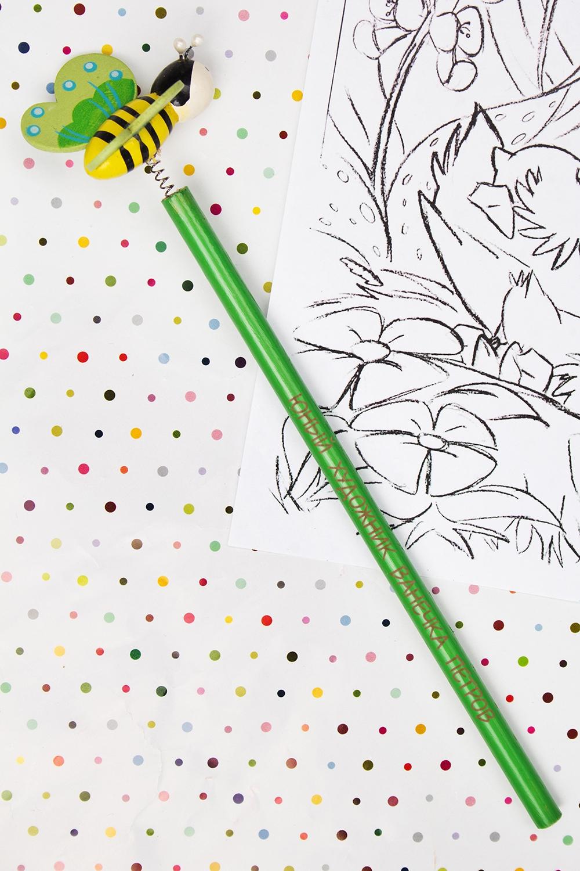 Карандаш с Вашим именем ПчелкаУчеба и работа<br>Именной карандаш с весёлой игрушкой - достойный подарок юному художнику. Дерево, зеленый<br>