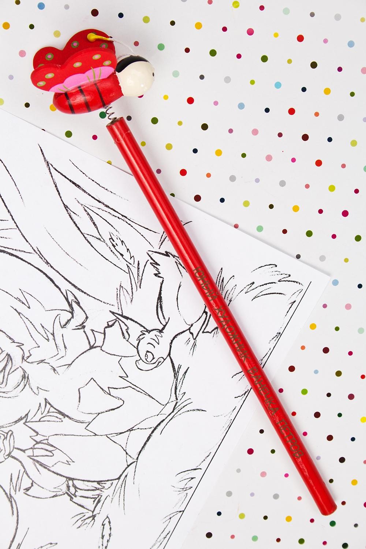 Карандаш с Вашим именем ПчелкаРучки и карандаши<br>Именной карандаш с весёлой игрушкой - достойный подарок юному художнику. Дерево, красный<br>