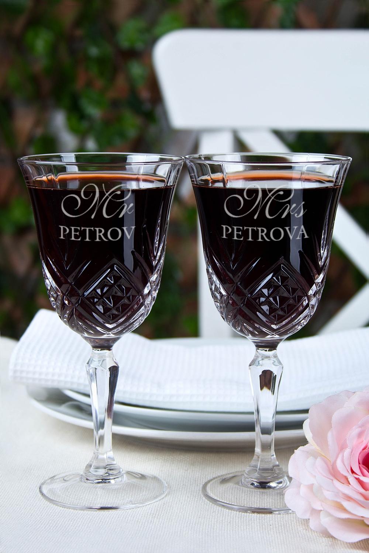 Набор бокалов с именной гравировкой Mr &amp; Mrs SmithПодарки ко дню рождения<br>Набор бокалов для вина с персональной гравировкой, 2-предм., 180мл, Выс=16.5см, хруст. стекло<br>