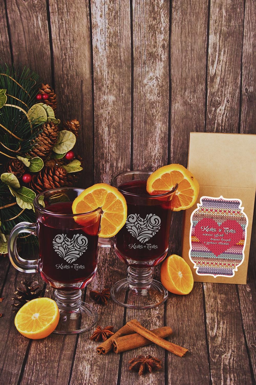 Набор для глинтвейна подарочный с Вашим текстом Глинтвейн для влюбленныхПосуда на 14 февраля<br>Набор подарочный: Чай черный фруктовый «Глинтвейн» 100гр, 2 бокала для глинтвейна, с нанесением текста<br>