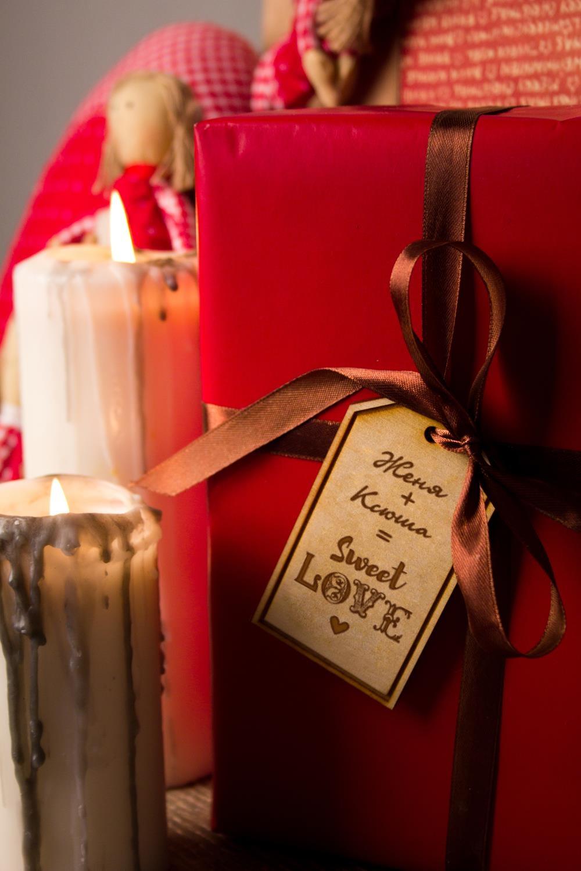 Деревянная бирка с персональной гравировкой Sweet loveСувениры и упаковка<br>Стильная деревянная бирка с индивидуальной гравировкой подчеркнет уникальность Вашего подарка. Размер 9*5,1см. Материал: дерево.<br>