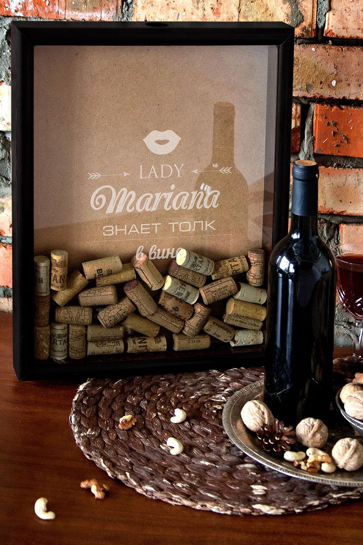 Рамка-копилка для пробок с Вашим текстом Любителю винаСувениры и упаковка<br>Рамка-копилка для пробок. Размер 30*40см Состав: дерево, стекло. С нанесением персонального текста.<br>
