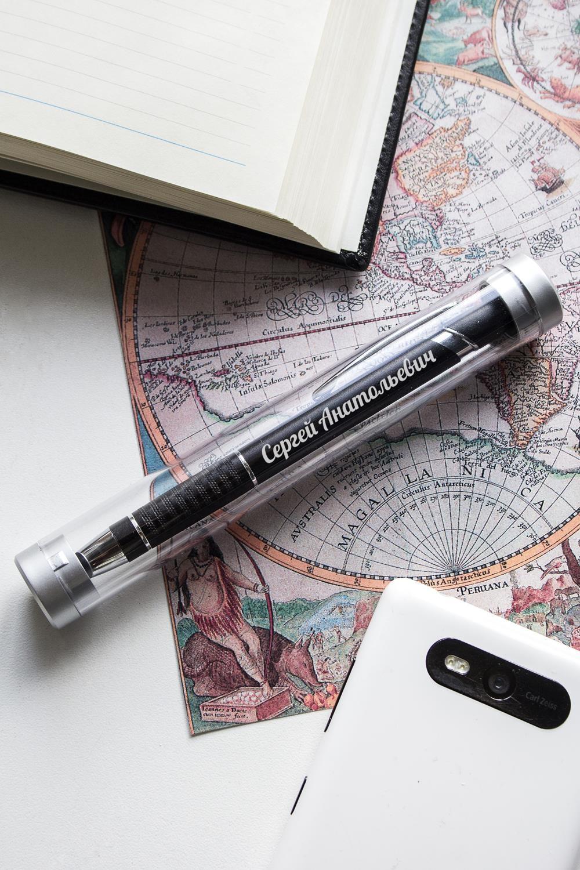 Ручка с нанесением текста ИмяПодарки начальнику/шефу<br>Ручка шариковая с прозрачным футляром, металл, черная<br>