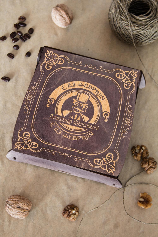 Подарочный набор кофе и орехи Джентльмен клабПодарки<br>Набор с кофе и грецким орехом, 3 предмета (кофе в зернах Арабика: 100г, грецкий орех: 100гр, подарочная коробка с Вашим текстом)<br>