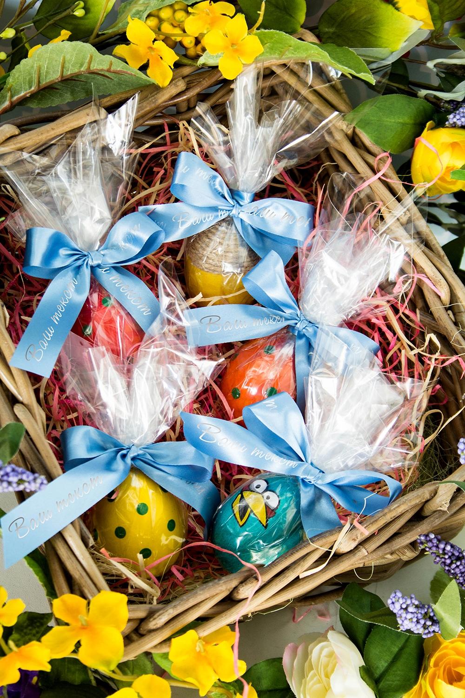 Пасхальный набор с Вашим текстом ИменнойСувениры и упаковка<br>Набор пасхальный для упаковки яиц. Пленка прозрачная, 25*25см – 5 шт.,  голубая упаковочная лента с Вашим текстом, 2*40см, сатин – 5 шт.<br>