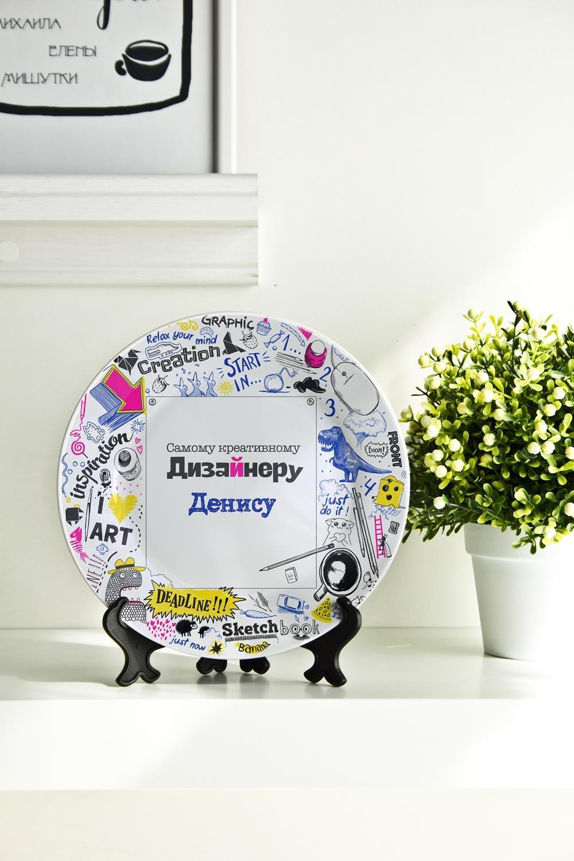 Тарелка декоративная с вашим текстом СкетчбукПосуда<br>Подарите необыкновенный сувенир с индивидуальной надписью и именем – такая декоративная тарелка станет эксклюзивным украшением для интерьера и незабываемым подарком! Выберите понравившийся фон, впишите любимую фразу, имя получателя. Диаметр 20см<br>
