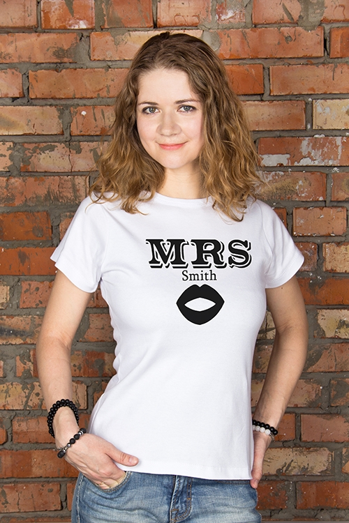 Футболка женская с вашим текстом Mr &amp; Mrs SmithПодарки<br>100% хлопок, белая, с нанесением текста<br>