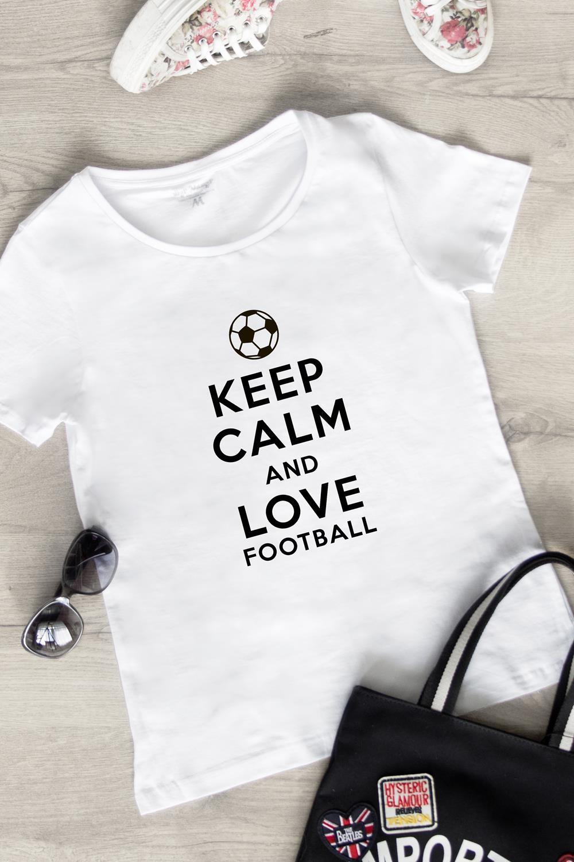 Футболка женская Keep calm and love footballПодарки<br>100% хлопок, белая<br>