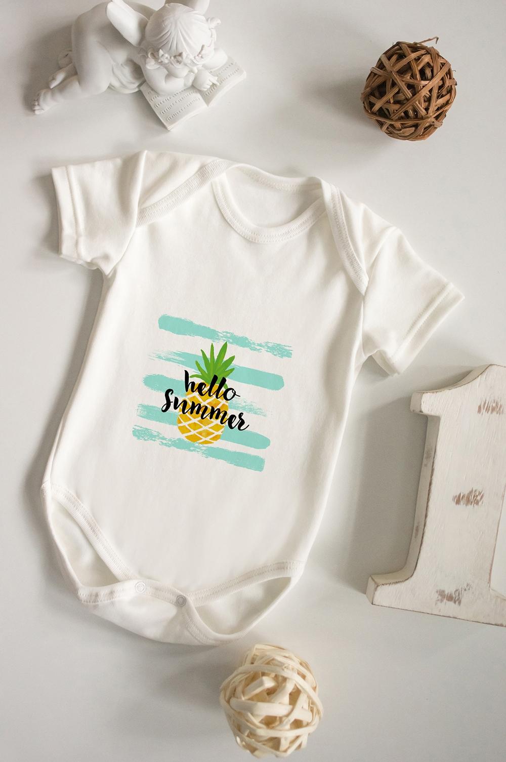 Боди для малыша С надписью Hello SummerПерсональные подарки с Вашим именем<br>100% хлопок, бежевое<br>