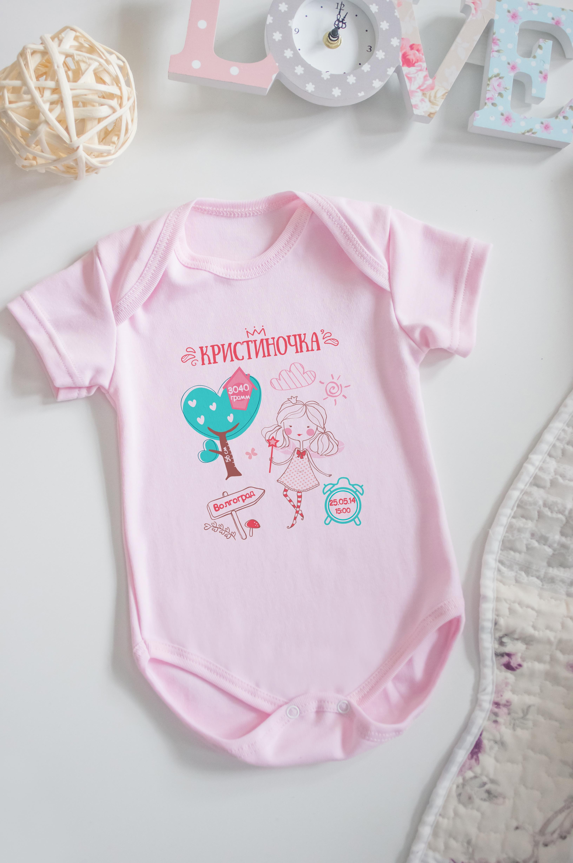 Боди для малыша с вашим текстом Детская метрика для девочкиОригинальные и Необычные подарки<br>100% хлопок, розовое, с нанесением текста<br>