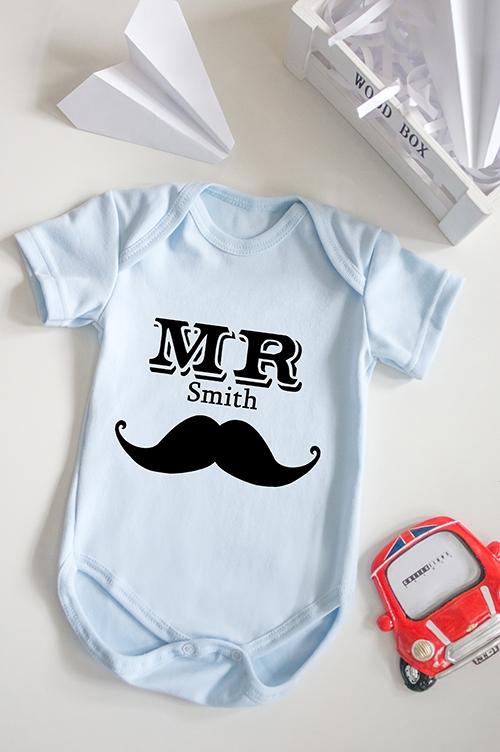 Боди для малыша с вашим текстом Mr &amp; Mrs SmithПодарки на 23 февраля<br>100% хлопок, голубое, с нанесением текста<br>