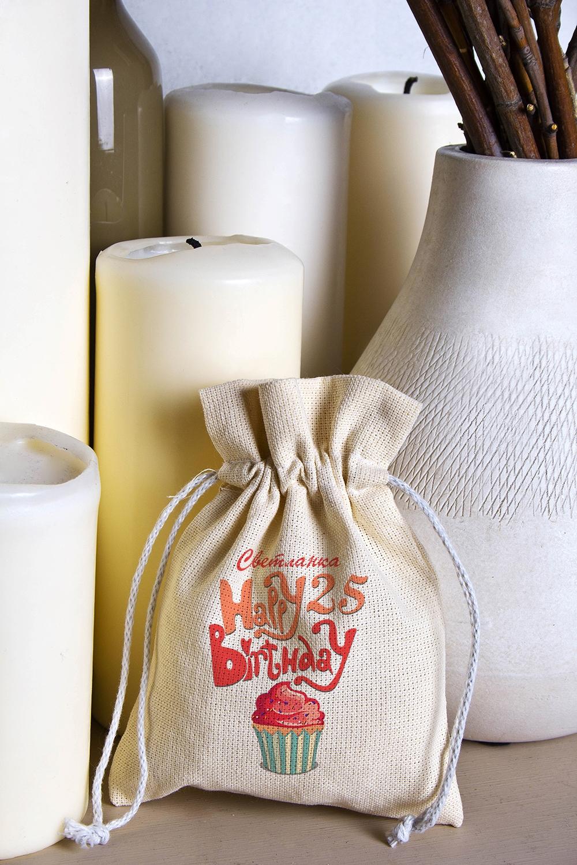 Мешочек маленький с Вашим текстом Happy Birthday!Сувениры и упаковка<br>Мешочек из плотного натурального материала (двунитка) с нанесением текста бежевый, размеры: высота - 18 см, ширина - 14 см.<br>