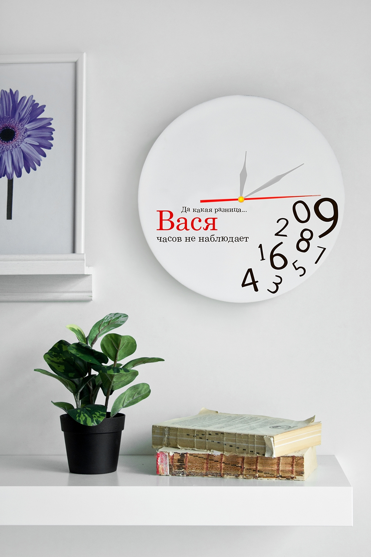 """Часы настенные с Вашим именем """"Часов не наблюдает"""""""