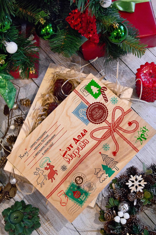 Леденцы в ящике с Вашим текстом Посылка от Деда МорозаПодарочные наборы<br>7 леденцов в форме петушка в ящике с нанесением персонального текста. Размер ящика 28*21*11см<br>