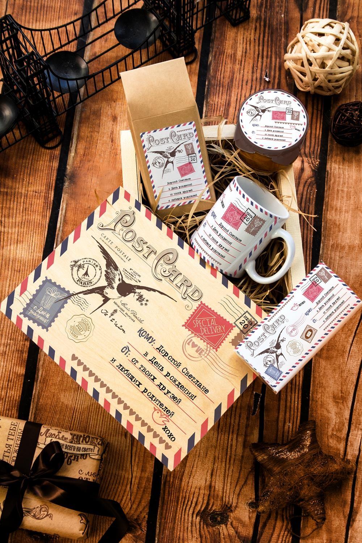 Набор сладостей с Вашим текстом ПосылкаПодарки<br>Набор именных сладостей в персональной подарочной коробке, 5 предметов (чай чёрный: 100г, мандариновое варенье: 200г, молочный шоколад с изюмом и орехами: 90г, кружка с Вашим текстом, подарочная коробка с Вашим текстом).<br>