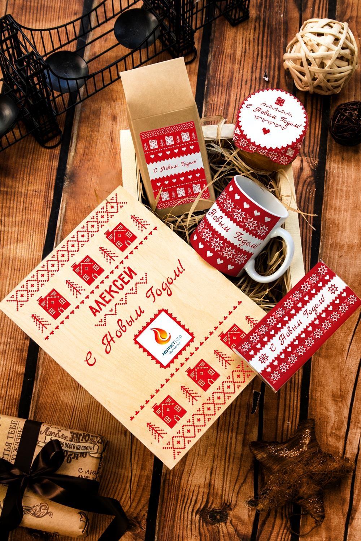 Набор сладостей с Вашим текстом СкандинавияПодарки начальнику/шефу<br>Набор именных сладостей в персональной подарочной коробке, 5 предметов (чай чёрный: 100г, мандариновое варенье: 200г, молочный шоколад с изюмом и орехами: 90г, кружка с Вашим текстом, подарочная коробка с Вашим текстом).<br>