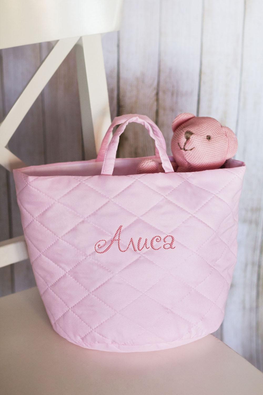Корзина с именной вышивкой ИмяСувениры и упаковка<br>Корзина декоративная, 37*24см, текстиль, розовый, с именной вышивкой<br>