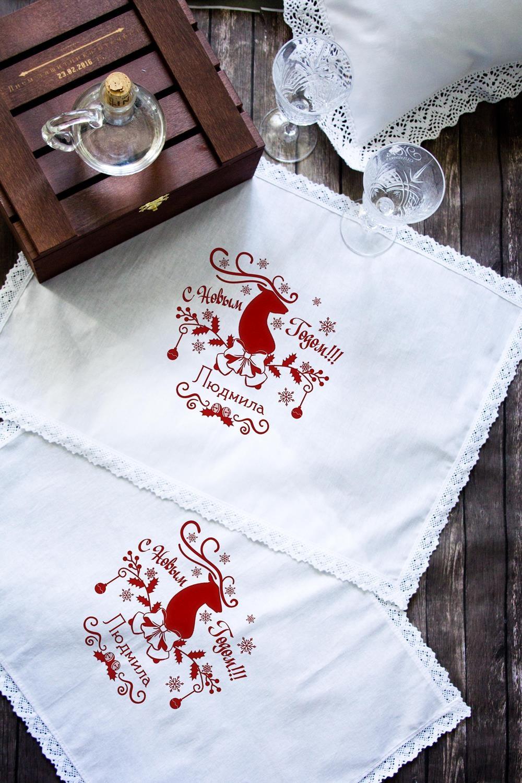 Салфетка с именной вышивкой Ажурный оленьПосуда<br>Набор салфеток с кружевом из 2шт с персональной вышивкой. Состав: 100% хлопок. Размер: 35х50 см. цвет: белый<br>